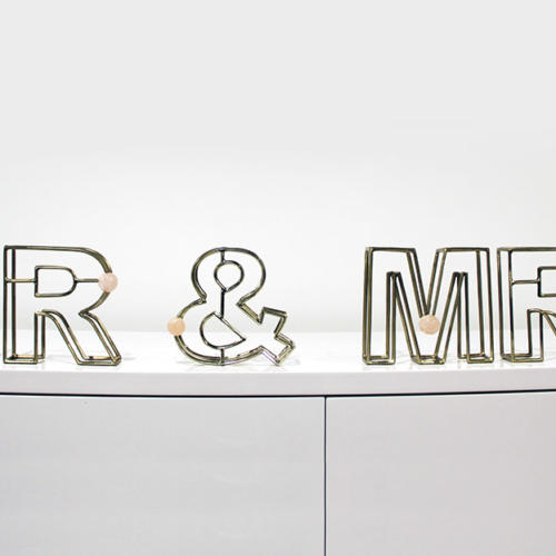Mr & Mrs Sign - Hire wanaka - Major & Minor