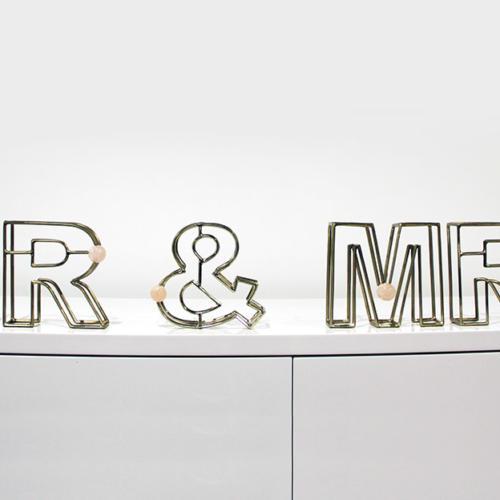 Mr & Mrs Sign - Hire wanaka - Major & Minor